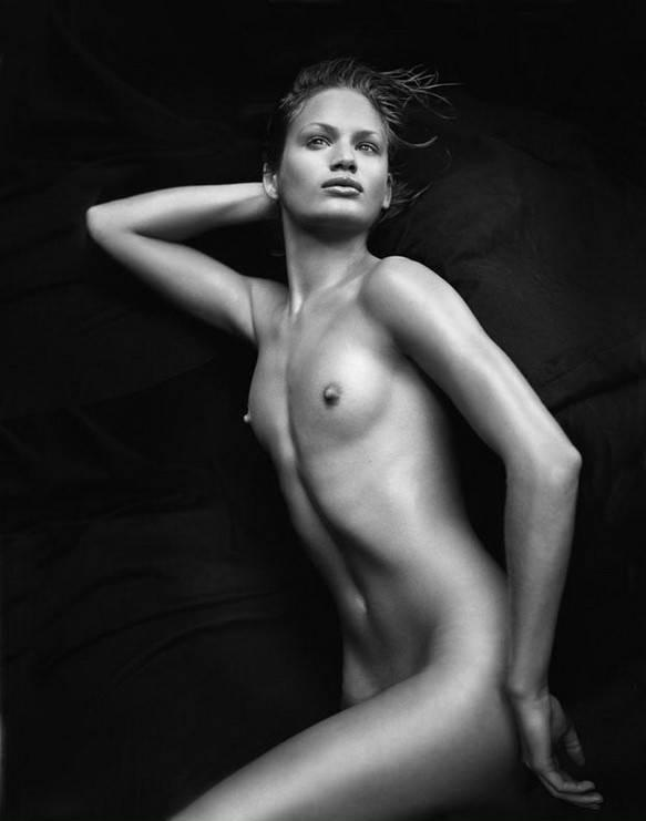 Imagen etiquetada con: Skinny, Black and White, Brunette, Flat chested, Small Tits