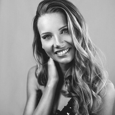 Imagen etiquetada con: Amandine Petit, Black and White, Blonde, Celebrity - Star, Miss France 2021, Safe for work, Smiling