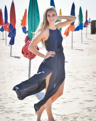 Imagen etiquetada con: Amandine Petit, Blonde, Beach, Celebrity - Star, Miss France 2021, Safe for work, Smiling
