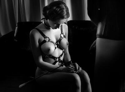 Imagen etiquetada con: Black and White, Brunette, Bondage, Boobs