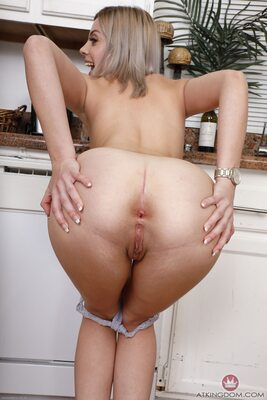 Imagen etiquetada con: Allie Nicole, Blonde, Ass - Butt, Pussy, Smiling