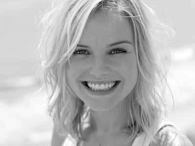 Imagen etiquetada con: Black and White, Blonde, Face, Safe for work, Smiling