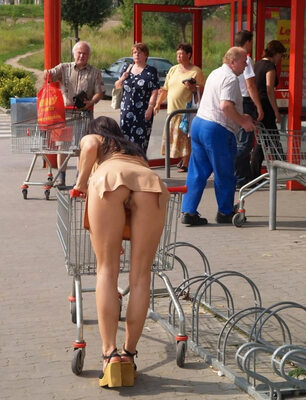 Imagen etiquetada con: Brunette, Ass - Butt, Flashing, Public