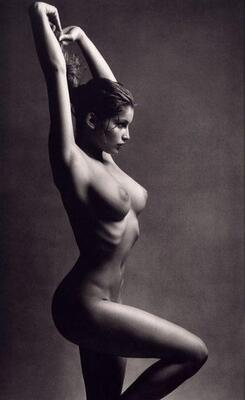 Imagen etiquetada con: Black and White, Brunette, Laetitia Casta, Boobs, Celebrity - Star