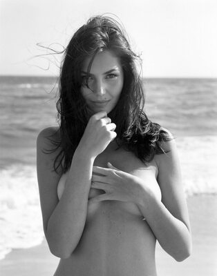 Imagen etiquetada con: Black and White, Brunette