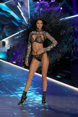 Imagen etiquetada con: Brunette, Kendall Jenner, Celebrity - Star, Safe for work
