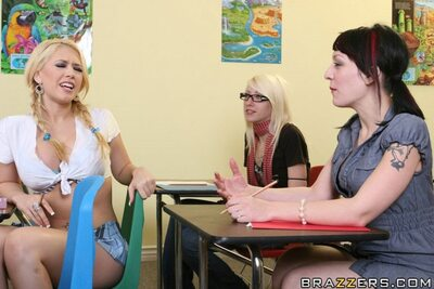 Imagen etiquetada con: Blonde, Busty, Kagney Linn Karter, Boobs