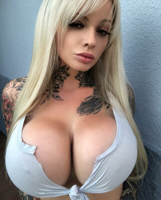 Imagen etiquetada con: Blonde, Busty, Kelly Pearl, Boobs, Tattoo