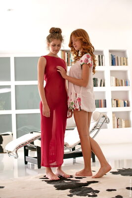 Imagen etiquetada con: Do You Like My New Dress, Michelle Starr and Vanessa C, Lesbian