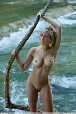 Imagen etiquetada con: Blonde, Busty, Corinna, Femjoy, Magic River