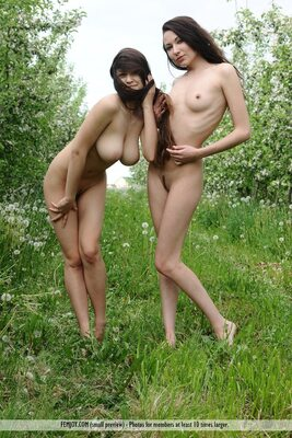 Imagen etiquetada con: Skinny, Brunette, Busty, Femjoy, 2 girls, Boobs, Nature