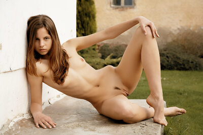 Imagen etiquetada con: Skinny, Altea B, Brunette, Inerzia, MET Art, Flat chested, Pussy, Small Tits, Tummy