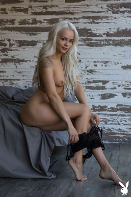 Imagen etiquetada con: Skinny, Blonde, Elsa Jean, Playboy, Flat chested, Small Tits, Tattoo