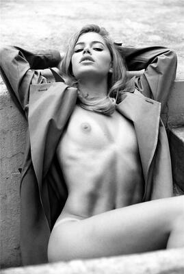 Imagen etiquetada con: Skinny, Black and White, Blonde, Flat chested, Small Tits