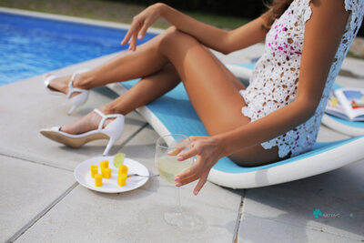 Imagen etiquetada con: Skinny, Blonde, Cafe Society, Katya Clover - Mango A, katya-clover.com, Legs, Pool, Safe for work, Wine