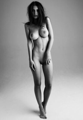 Imagen etiquetada con: Skinny, Black and White, Brunette
