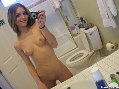 Imagen etiquetada con: Skinny, Brunette, Kasey Chase, Cute, Selfie, Small Tits, Smiling, Tummy