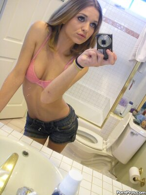 Imagen etiquetada con: Skinny, Brunette, Kasey Chase, Selfie, Small Tits