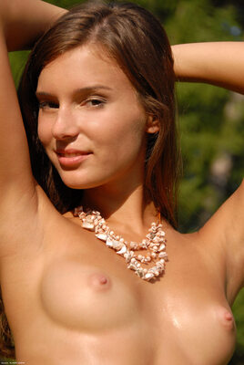 Imagen etiquetada con: Skinny, Brunette, Nymph, Sandy, X-Art, Cute, Face, Nature, Small Tits, Smiling